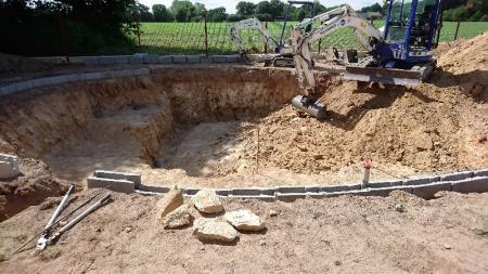 Construction d'une piscine naturelle BioNova par votre paysagiste concepteur installé à côté de Rennes