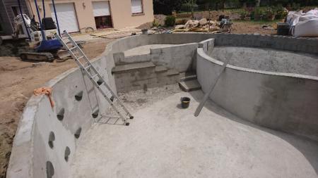 Création d'une piscine naturelle BioNova par votre paysagiste installé à Rennes