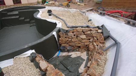 Création d'une piscine naturelle à Allaire effectuée par votre paysagiste installé à Rennes