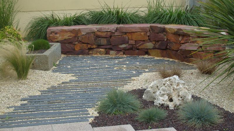 travail de la pierre banc en pierre romill artisan paysagiste rennes bretagne. Black Bedroom Furniture Sets. Home Design Ideas