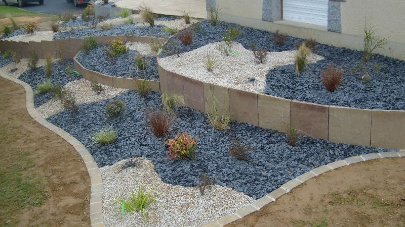 Cr ation de jardin jardin min ral romill artisan paysagiste rennes bretagne for Galets jardin castorama