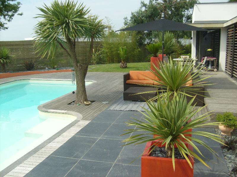 Terrasse pierre cesson s vign artisan paysagiste for Cesson sevigne piscine