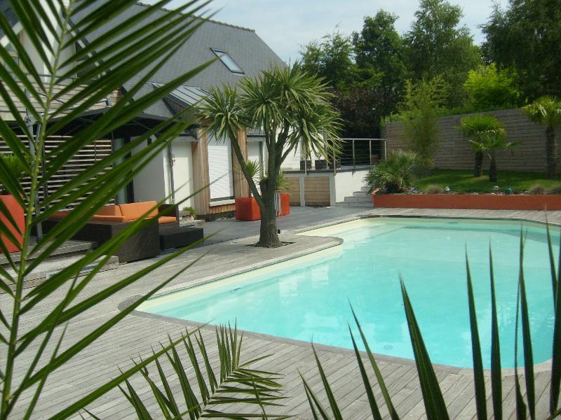Terrasse bois cesson s vign artisan paysagiste for Cesson sevigne piscine