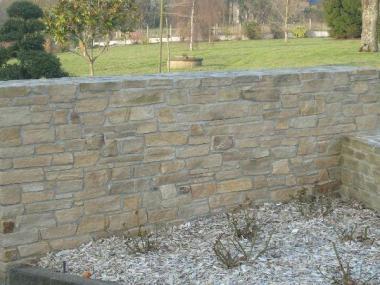 Mur maçonné en pierre - Romillé