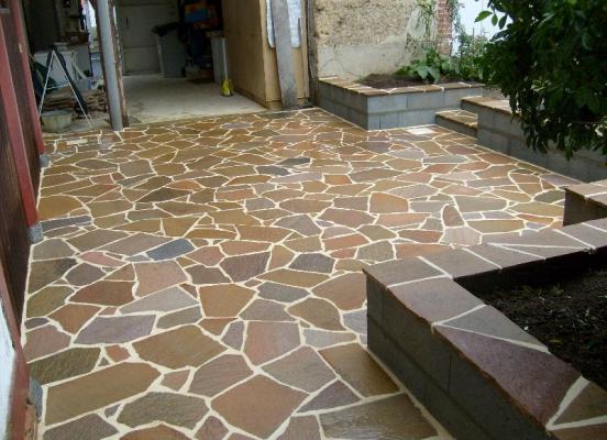 Terrasse en pierre - Paysagiste Saint Gilles