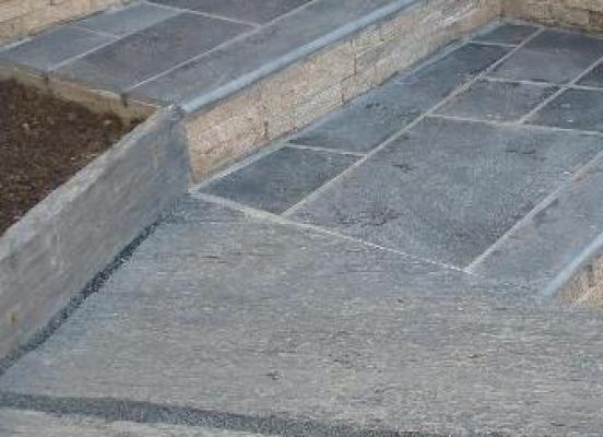 Escalier en pierre - Orgéres