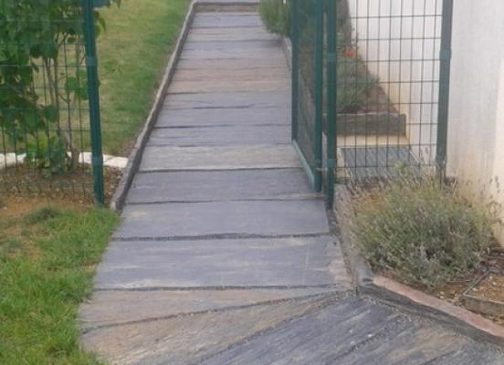 Allée et jardinière - Orgéres